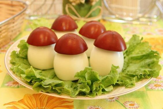 Фаршированные грибочки из яиц