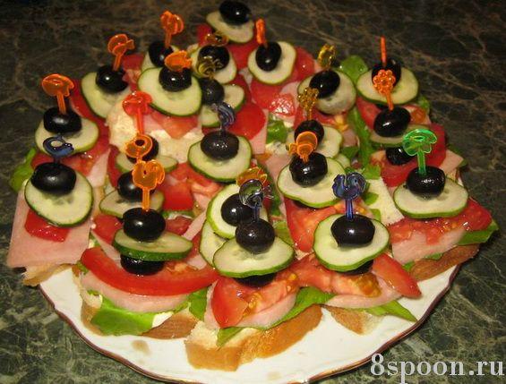 Канапе на шпажках с ветчиной и свежими овощами