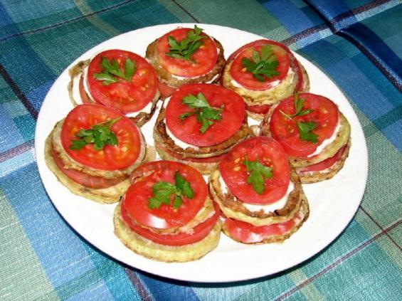 кабачки-жареные-с-помидорами-1-e1340124581634