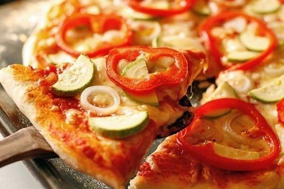 Овощная пицца с кабачками и болгарским перцем