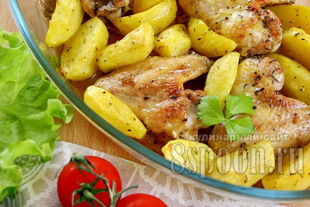 Куриные крылышки с картошкой в духовке фото