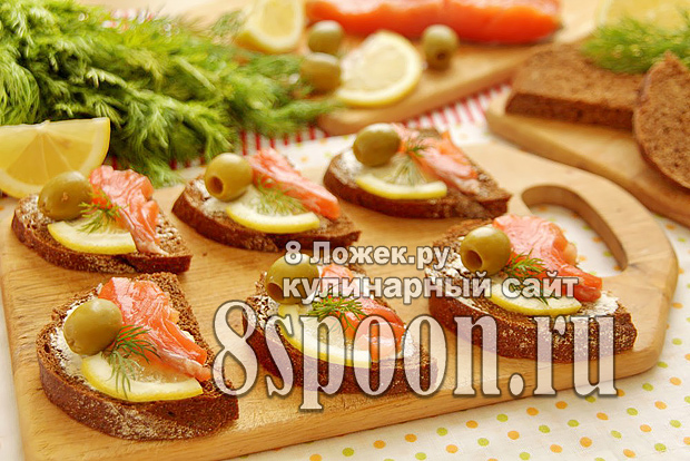 Бутерброды с семгой, лимоном и оливками фото