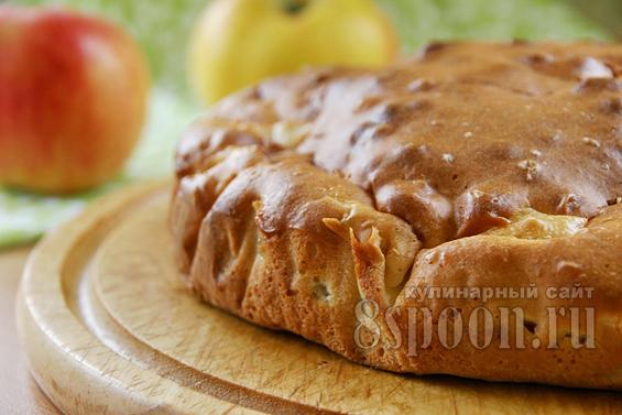 Шарлотка на кефире с яблоками: рецепт с фото