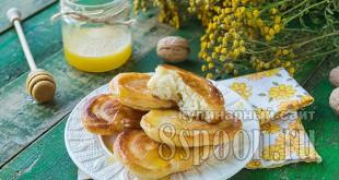 Пышные оладьи на дрожжах: рецепт с фото пошагово