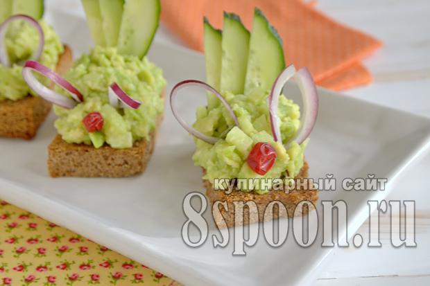 Канапе на праздничный стол с авокадо и огурцом_10