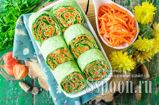 Рулет из лаваша с корейской морковкой и зеленью фото 2