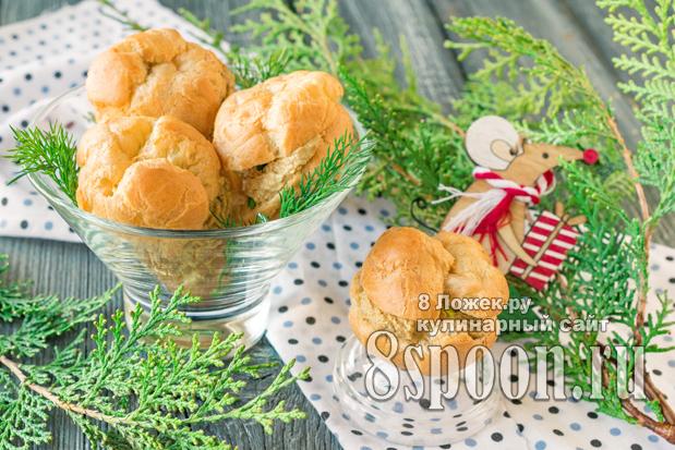 Закусочные профитроли с паштетом из куриной печени фото