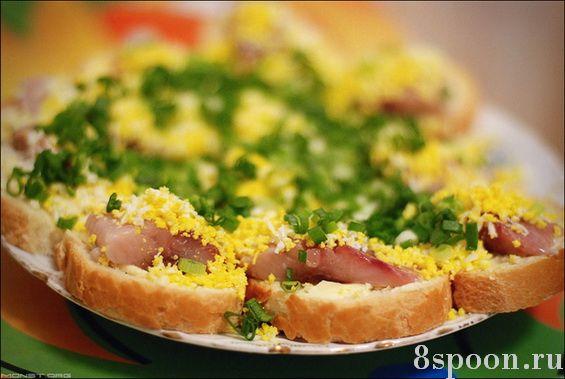 Праздничные бутерброды с селедкой