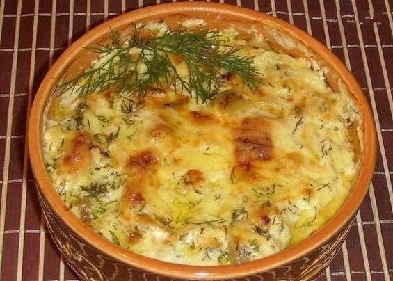 Курица с картошкой в горшочках под белым соусом