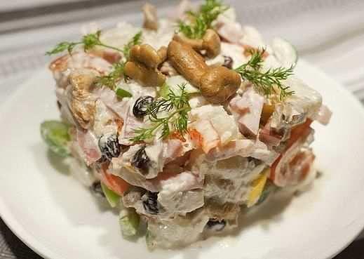 """Салат с курицей и ананасами """"Пикантный"""""""