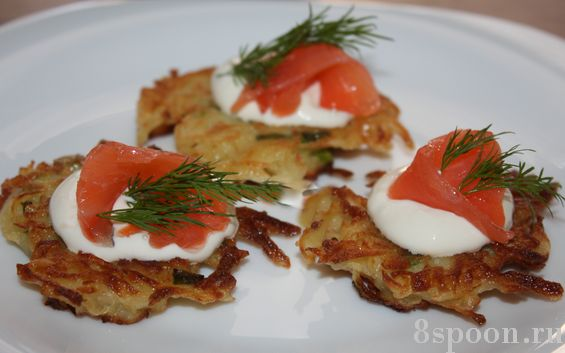 Канапе с красной рыбой на картофельных блинчиках