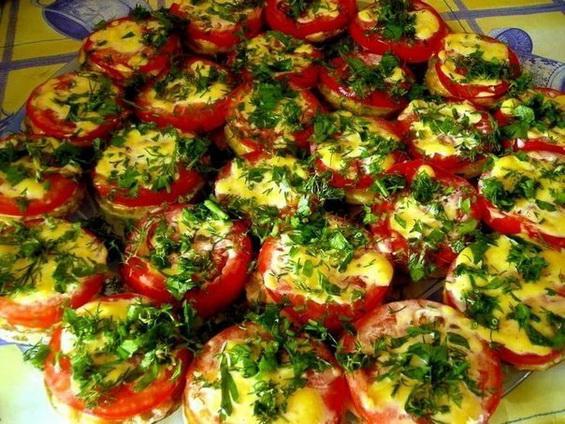 Закуска из кабачков с помидорами и чесноком