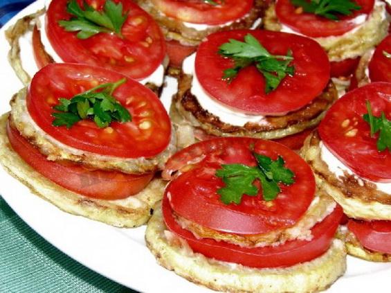 кабачки-жареные-с-помидорами