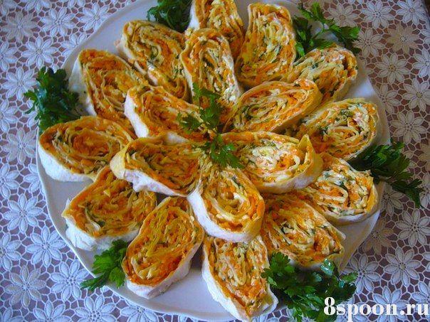 Рулет из лаваша с сыром и корейской морковкой