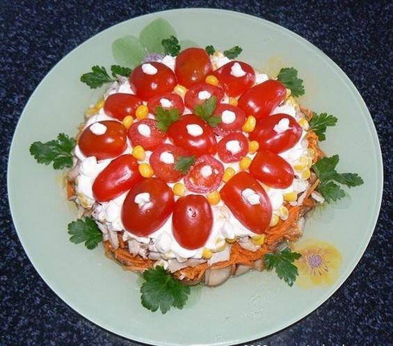 """Салат с грибами и курицей """"Матрешка"""""""