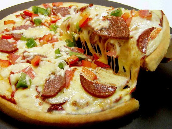 Рецепт пиццы в духовке в домашних условиях с колбасой без дрожжей