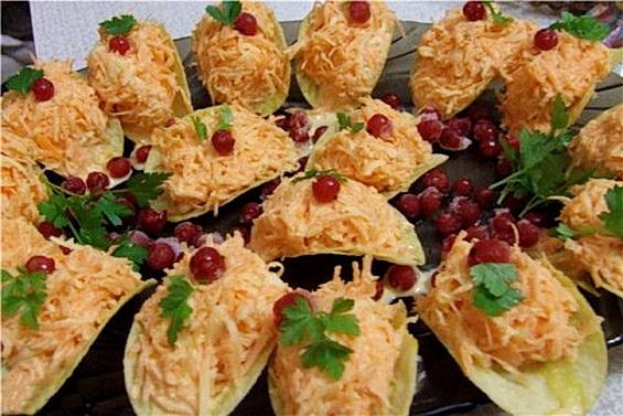 Закуска на чипсах с сыром, морковкой и чесноком «Гости на пороге»