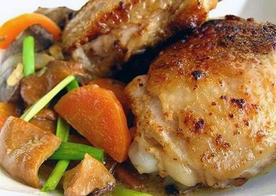 Куриные бедрышки в духовке с овощами