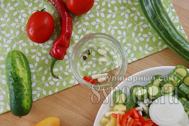 Овощное ассорти на зиму огород в банке фото 2