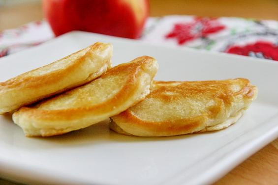 оладьи на кислом молоке с яблоками фото 9