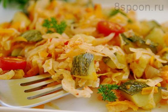 тушеные кабачки с картошкой и капустой и курицей