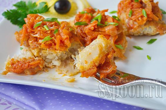 красная рыба с луком и морковью в духовке
