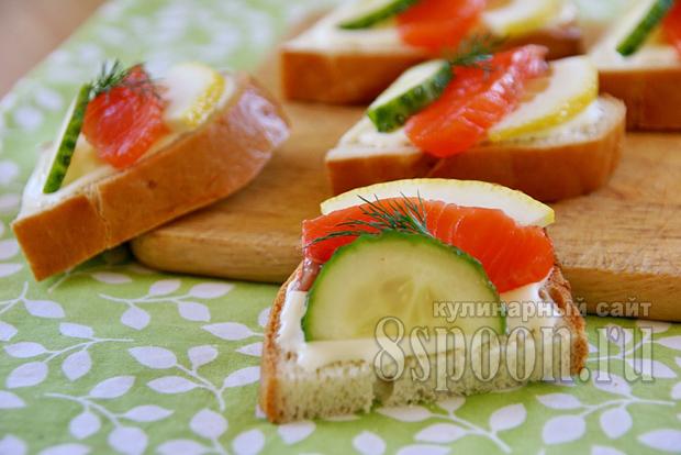 Бутерброды с красной рыбой и огурцом фото 12