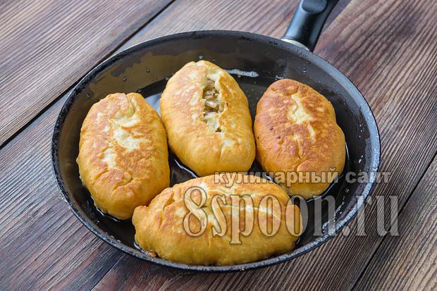 Жареные пирожки с капустой на сковороде_06