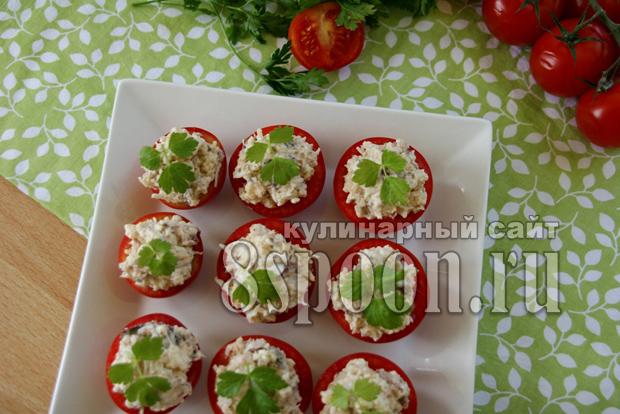 Помидоры, фаршированные сардиной и плавленым сыром