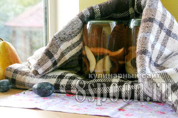 Компот из груш на зиму со сливами