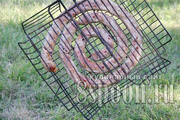 : Домашняя колбаса из свинины в кишках