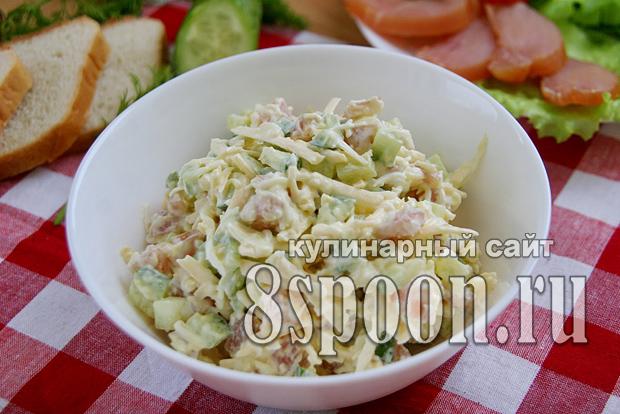 Салат с копченой курицей и огурцом _5