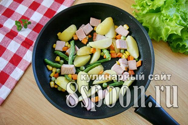 омлет на сковороде светчиной и овощами фото 5