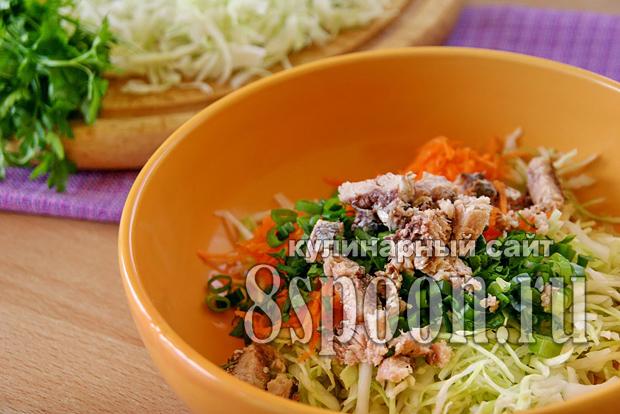 Салат с рыбными консервами с сухариками рецепт с