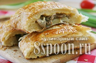 Пирог из слоеного теста с сыром и грибами_03
