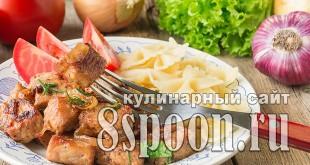 Свинина жареная на сковороде кусочками с луком