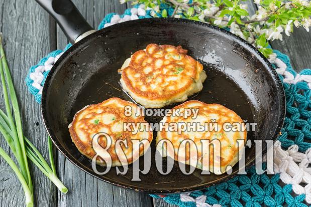 Ленивые пирожки с луком и яйцом  фото_03