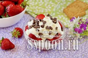 Десерт из клубники со сливками и печеньем фото_1